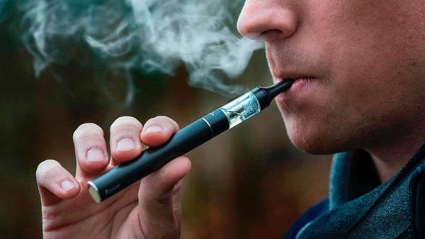 Die elektrische Zigarette wurde von den grossen Tabakkonzernen anfänglich nur als flüchtigen Trend eingeschätzt. Während der Verkauf bei klassischen Tabakzigaretten seit Jahren rückläufig ist, steigt der Umsatz bei elektrischen Zigaretten von Jahr zu Jahr deutlich an.