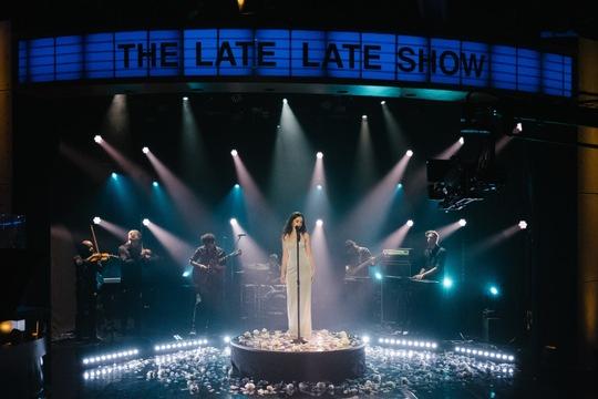 """Live: Sabrina Claudio in der legendären """"Late Late Show"""" mit James Corden"""