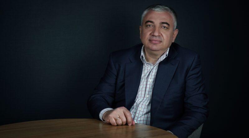 """Gründer von SIA """"EGG ENERGY"""" Ovik Mkrtchyan. Urheberrechte © Pavel"""