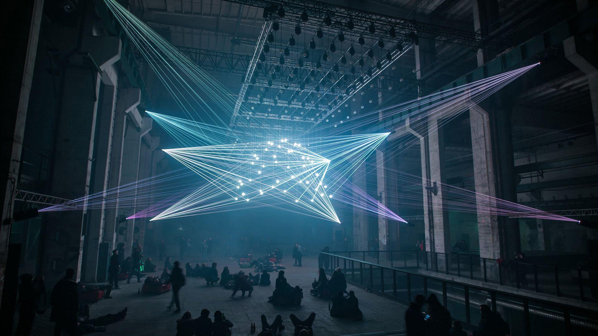 Erschaffen von Lichtkünstler Christopher Bauder und Komponist und Musiker Robert Henke