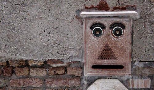 Faces in Places - Briefkasten