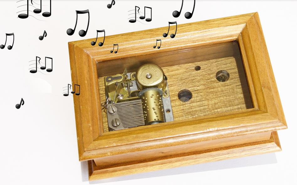 Bild zeigt eine Musikbox aus Holz