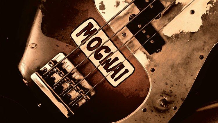 Mogwai Art Guitar